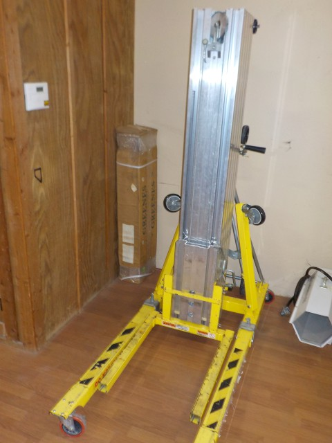 Where to rent MATERIAL LIFT - 25 in Carson City NV, Lake Tahoe, Sparks NV, Reno, Virginia City NV, Cold Springs NV, Minden